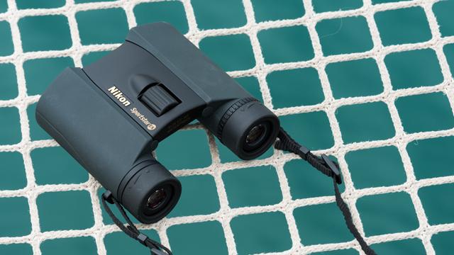 Malá hviezda medzi kompaktnými ďalekohľadmi. Nikon Sportstar EX 8×25 DCF.