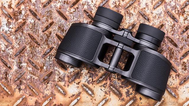 Skvost porroprizmatických ďalekohľadov Nikon 8×30 E II 100th Anniversary Edition
