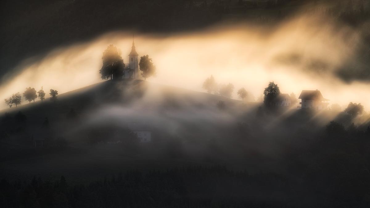 """""""Keď po daždi do hmly slnko zasvieti."""" Nejlepší krajinářská fotografie 6. kola soutěže JSEM   Fotka měsíce Nikonblogu"""