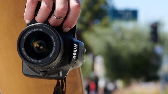 Najmenšia a najľahšia zrkadlovka Nikon. D3500 je tu