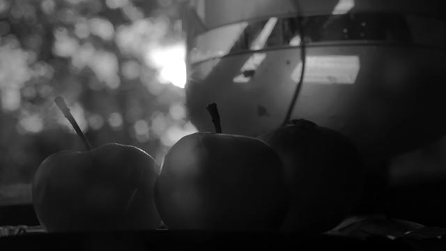 Čiernobiele zátišie v siedmom kole súťaže SOM | Fotka mesiaca Nikonblogu dominuje.