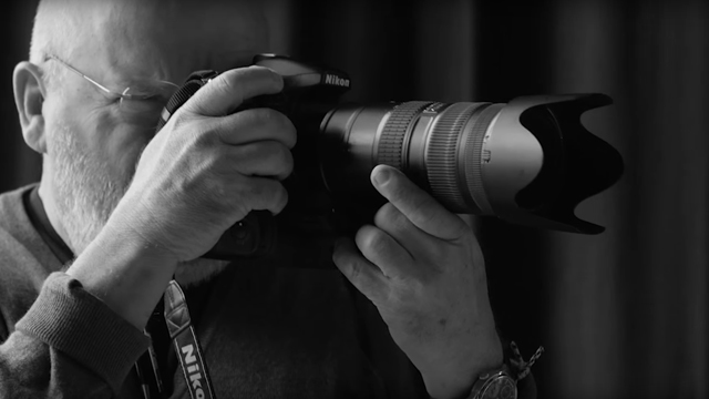Neznášal retuš amake-up, apredsa sa stal jedným z najznámejších módnych fotografov. Zomrel Peter Lindbergh.